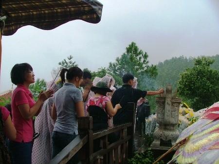 Hàng vạn người đội mưa viếng mộ Đại tướng dịp Tết độc lập - ảnh 5