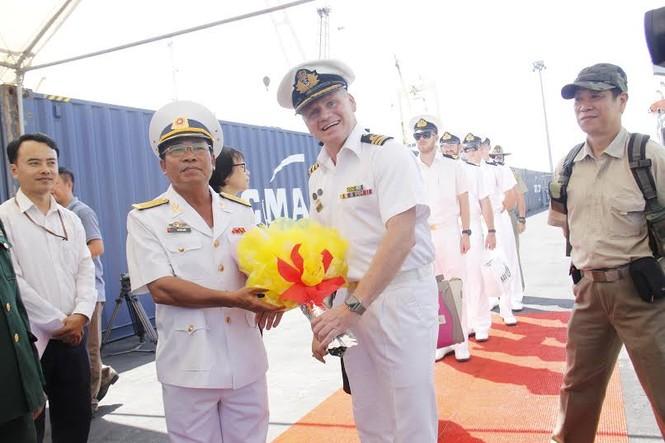 Nhìn gần tàu Hải quân Australia thăm Đà Nẵng - ảnh 2
