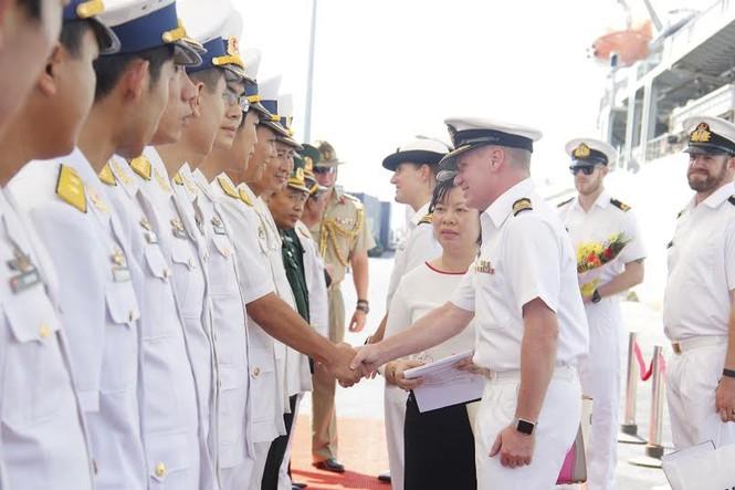 Nhìn gần tàu Hải quân Australia thăm Đà Nẵng - ảnh 3