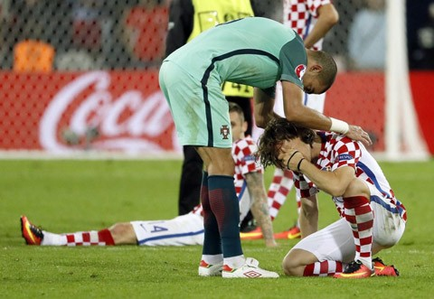 Modric khóc như mưa, Ronaldo dùng bờ vai an ủi - ảnh 4