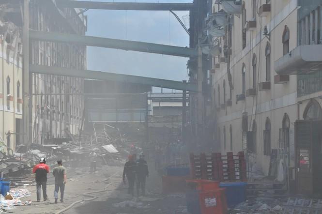 Mịt mù khói ở hiện trường vụ cháy lại ở công ty may Cần Thơ - ảnh 2