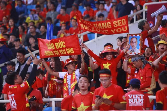 Đánh bại UAE, tuyển Việt Nam lên đầu bảng - ảnh 10