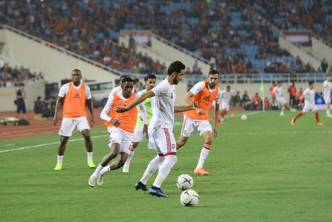 Đánh bại UAE, tuyển Việt Nam lên đầu bảng - ảnh 13