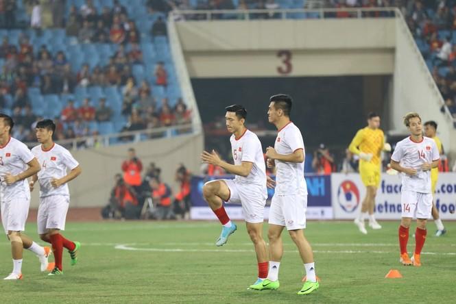 Đánh bại UAE, tuyển Việt Nam lên đầu bảng - ảnh 14