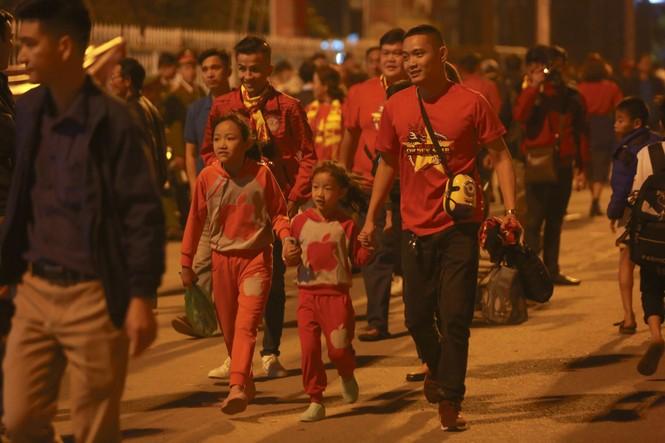 Đánh bại UAE, tuyển Việt Nam lên đầu bảng - ảnh 5