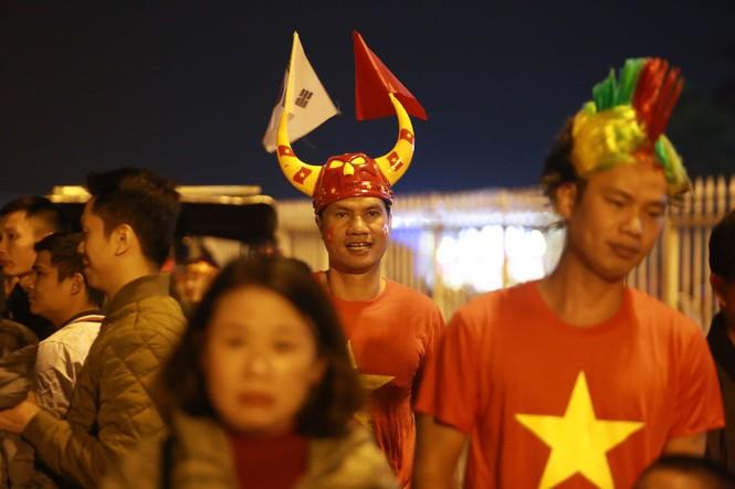 Đánh bại UAE, tuyển Việt Nam lên đầu bảng - ảnh 6
