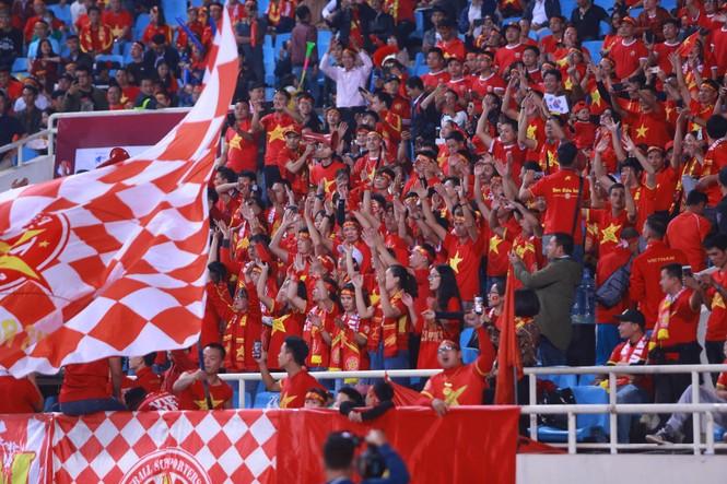 Đánh bại UAE, tuyển Việt Nam lên đầu bảng - ảnh 11