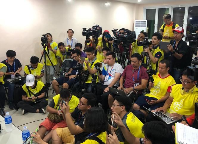 Báo chí 'quây' HLV Nishino sau khi Thái Lan bị loại khỏi SEA Games 30 - ảnh 2