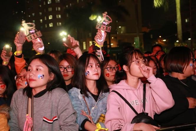 Triệu cổ động viên hò reo ăn mừng U22 Việt Nam vô địch SEA Games 30 - ảnh 45