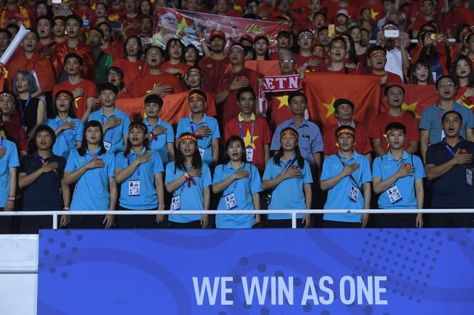 Triệu cổ động viên hò reo ăn mừng U22 Việt Nam vô địch SEA Games 30 - ảnh 35