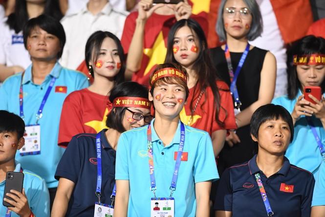 Triệu cổ động viên hò reo ăn mừng U22 Việt Nam vô địch SEA Games 30 - ảnh 37