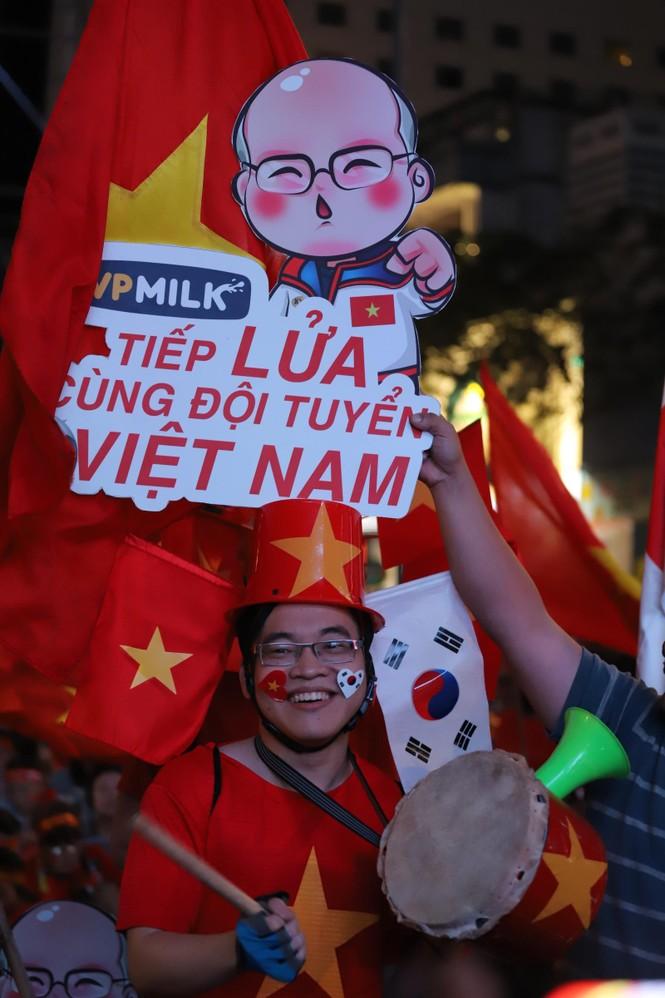 Triệu cổ động viên hò reo ăn mừng U22 Việt Nam vô địch SEA Games 30 - ảnh 31