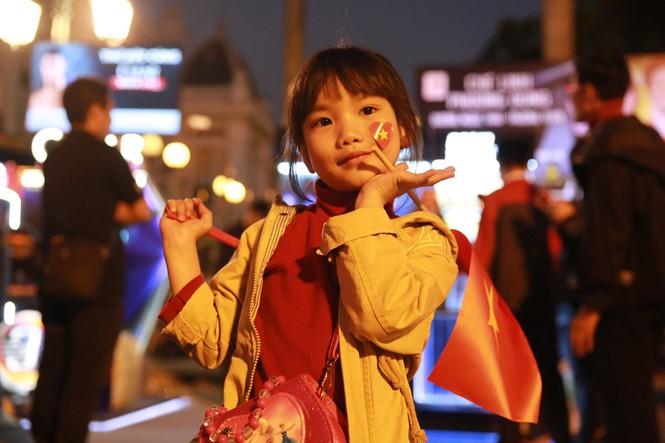 Triệu cổ động viên hò reo ăn mừng U22 Việt Nam vô địch SEA Games 30 - ảnh 50
