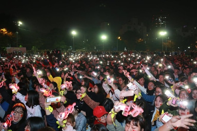 Triệu cổ động viên hò reo ăn mừng U22 Việt Nam vô địch SEA Games 30 - ảnh 46