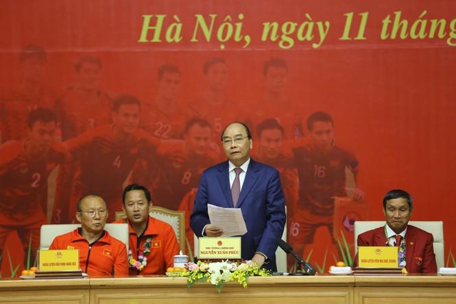 Hai đội tuyển bóng đá dự lễ mừng công của Thủ tướng - ảnh 5