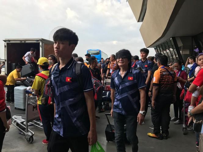 Các nhà vô địch SEA Games về đến Hà Nội - ảnh 63