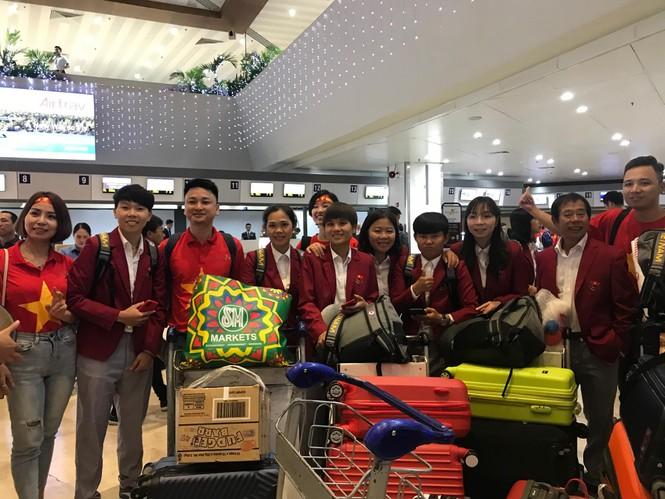 Các nhà vô địch SEA Games về đến Hà Nội - ảnh 61