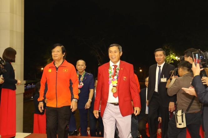 Hai đội tuyển bóng đá dự lễ mừng công của Thủ tướng - ảnh 1