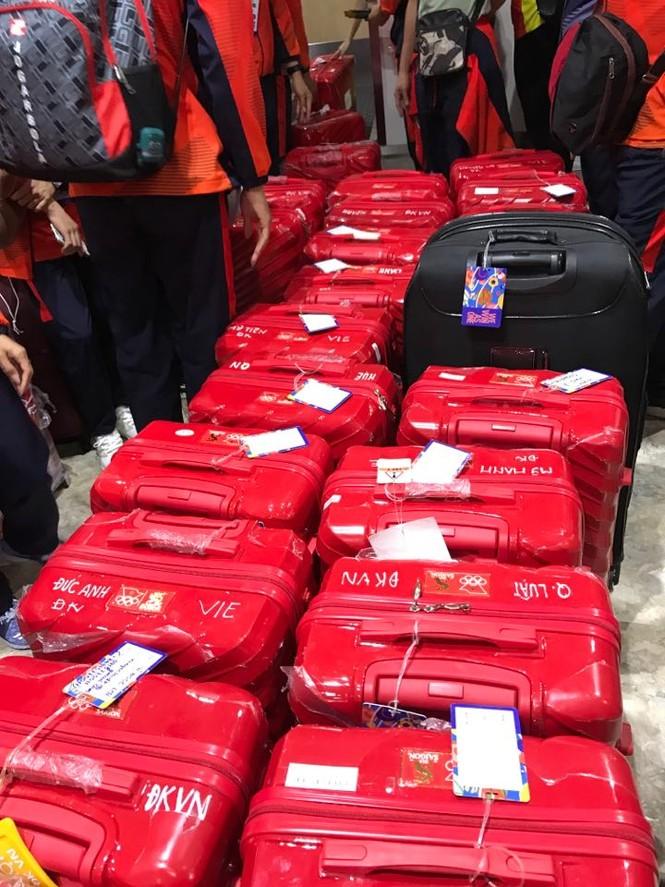 Các nhà vô địch SEA Games về đến Hà Nội - ảnh 56