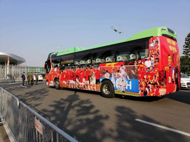 Các nhà vô địch SEA Games về đến Hà Nội - ảnh 52
