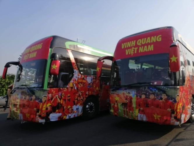 Các nhà vô địch SEA Games về đến Hà Nội - ảnh 51