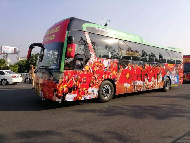 Các nhà vô địch SEA Games về đến Hà Nội - ảnh 53