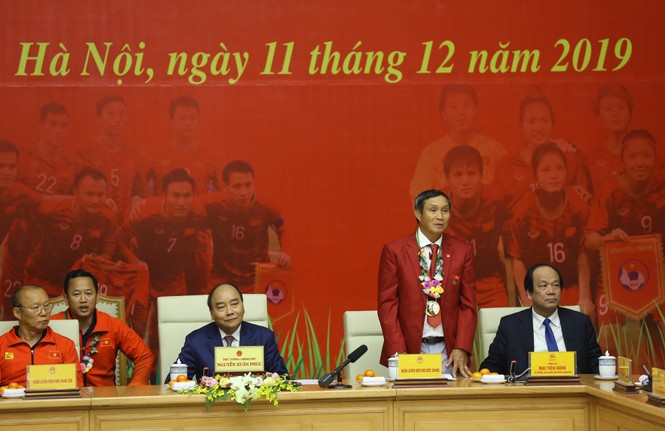 Hai đội tuyển bóng đá dự lễ mừng công của Thủ tướng - ảnh 9
