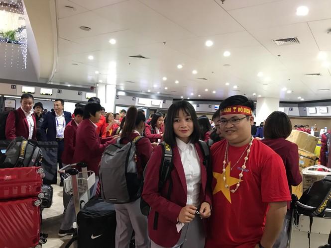 Các nhà vô địch SEA Games về đến Hà Nội - ảnh 60