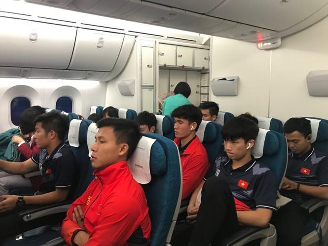 Các nhà vô địch SEA Games về đến Hà Nội - ảnh 48