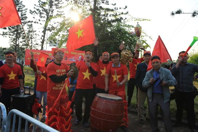 Các nhà vô địch SEA Games về đến Hà Nội - ảnh 41