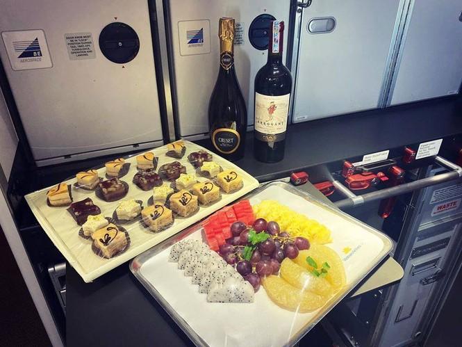 Tiết lộ về bữa ăn của các nhà vô địch SEA Games trên chuyên cơ về nước - ảnh 2