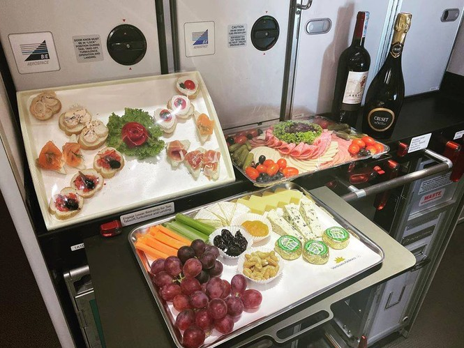 Tiết lộ về bữa ăn của các nhà vô địch SEA Games trên chuyên cơ về nước - ảnh 3
