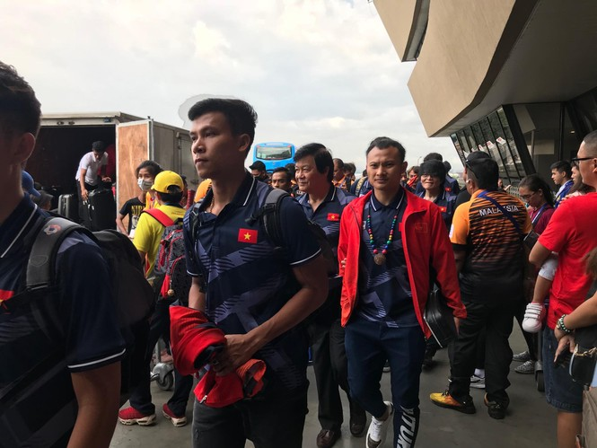 Các nhà vô địch SEA Games về đến Hà Nội - ảnh 64
