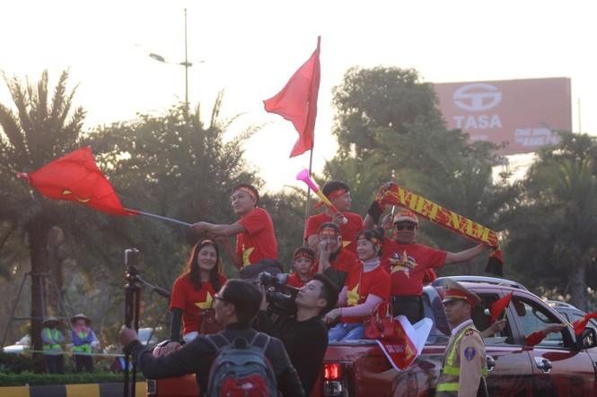 Các nhà vô địch SEA Games về đến Hà Nội - ảnh 29