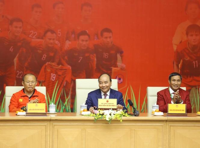 Hai đội tuyển bóng đá dự lễ mừng công của Thủ tướng - ảnh 4