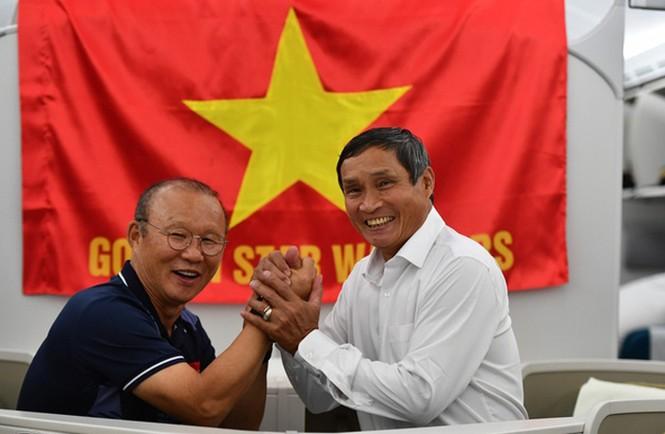 Các nhà vô địch SEA Games về đến Hà Nội - ảnh 50