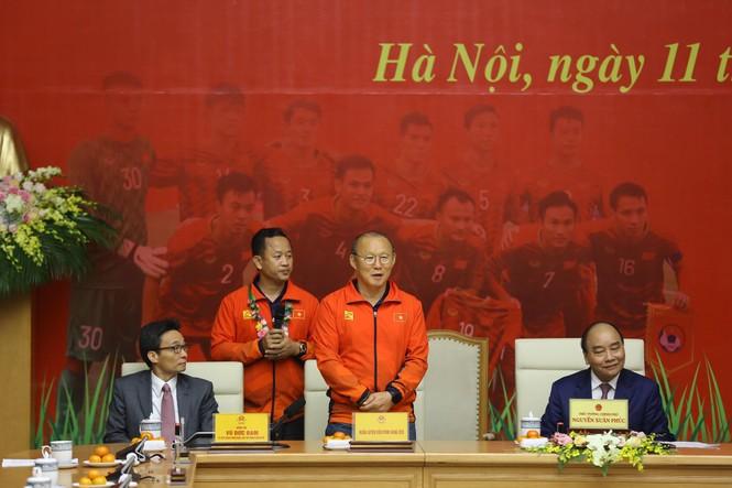 Hai đội tuyển bóng đá dự lễ mừng công của Thủ tướng - ảnh 10