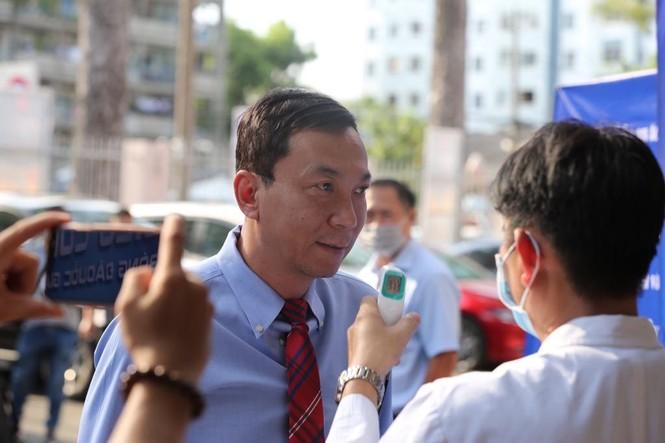 Quang Hải đeo khẩu trang, đo thân nhiệt trước trận Siêu cúp Quốc gia - ảnh 8