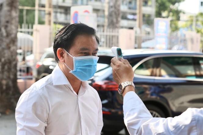 Quang Hải đeo khẩu trang, đo thân nhiệt trước trận Siêu cúp Quốc gia - ảnh 7