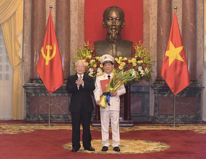 Thứ trưởng Bộ Công an Nguyễn Văn Sơn được thăng cấp bậc hàm Thượng tướng - ảnh 1