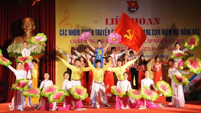 Liên hoan ca khúc cách mạng vùng Đông Bắc Bộ - ảnh 11