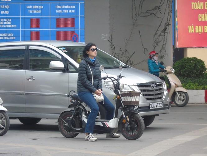 Khó xử lý người nước ngoài vi phạm luật giao thông - ảnh 1