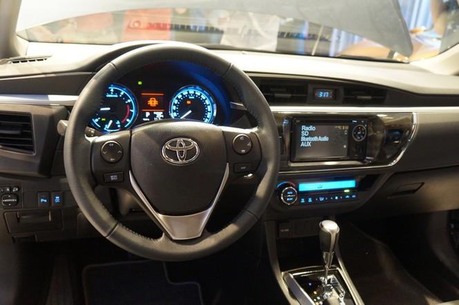 Cận cảnh Toyota Corolla Altis 2.0V đời 2014 - ảnh 11