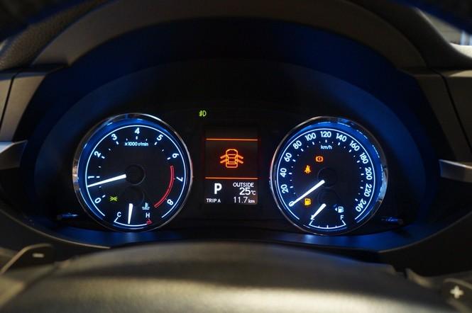 Cận cảnh Toyota Corolla Altis 2.0V đời 2014 - ảnh 15