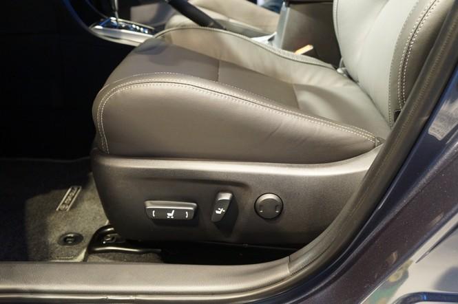 Cận cảnh Toyota Corolla Altis 2.0V đời 2014 - ảnh 17