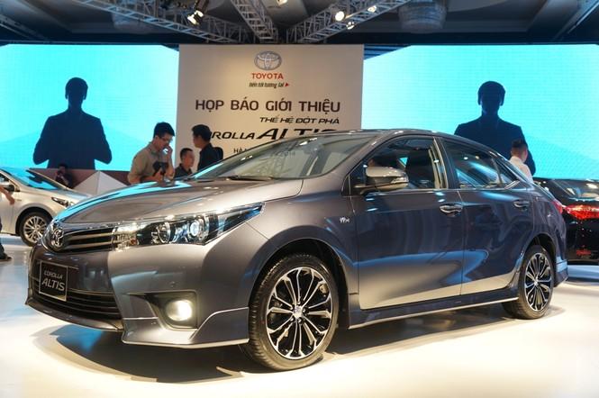 Cận cảnh Toyota Corolla Altis 2.0V đời 2014 - ảnh 1