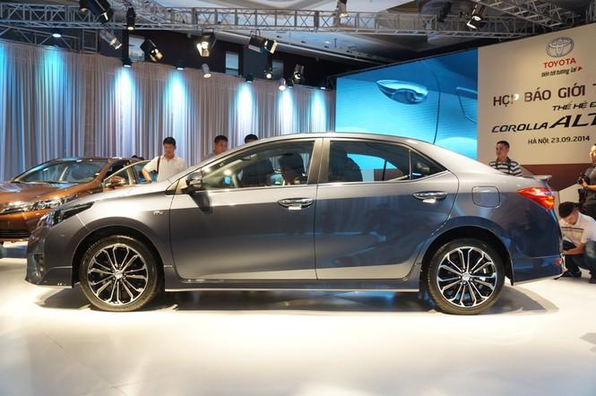 Cận cảnh Toyota Corolla Altis 2.0V đời 2014 - ảnh 2
