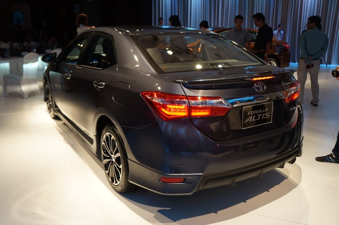 Cận cảnh Toyota Corolla Altis 2.0V đời 2014 - ảnh 4