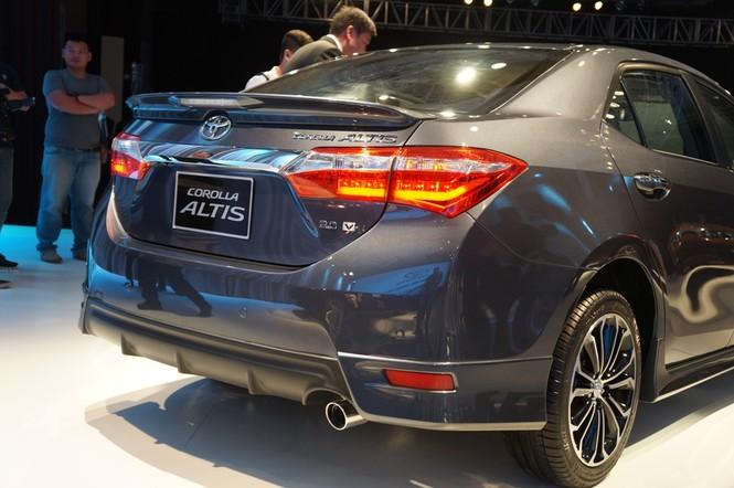 Cận cảnh Toyota Corolla Altis 2.0V đời 2014 - ảnh 7