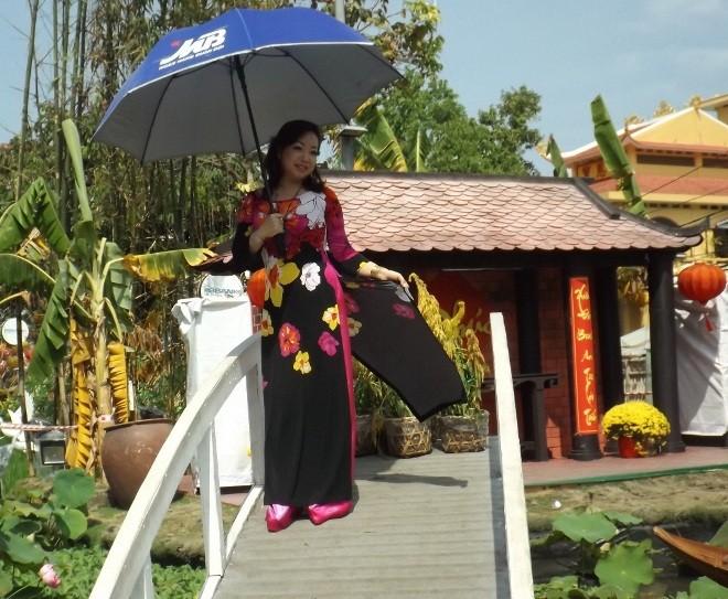 Chen chân chụp ảnh đường hoa Cần Thơ - ảnh 13